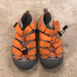 Keens uni sex sandals size 1